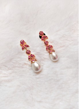 Beautiful Earrings in Pearl Drop