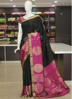 Black Magenta Pure Silk Saree in Rich Pallu