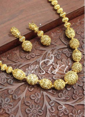 Fashionable Gold Plated Maala with Earrings