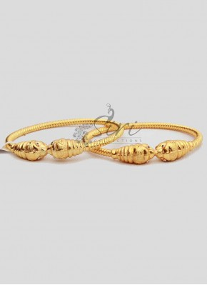 Kada Style Pair of Bangles in Gold Micro Polish