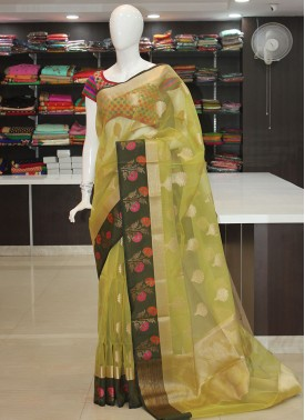 Lovely Banarasi Kora Saree in Contrast Borders