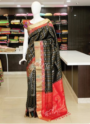 Perfect Black Pure Handloom Kanchi Pattu Saree in Silver and Gold Zari
