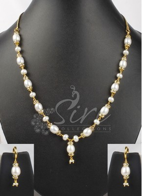 Real pearls set with small baali earrings