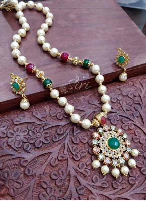 South Sea Pearls Maala in Stone Pendant Set