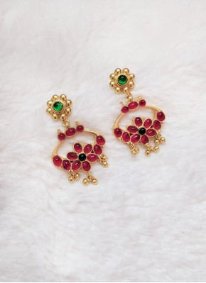 Traditional Earrings in Screw Fastening
