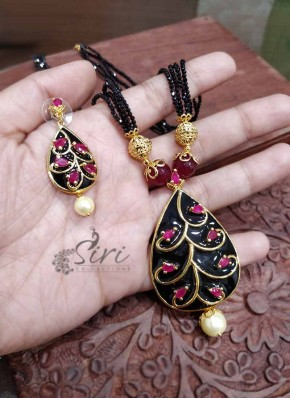 Trendy Black Spinels Chain in Designer Pendant Set